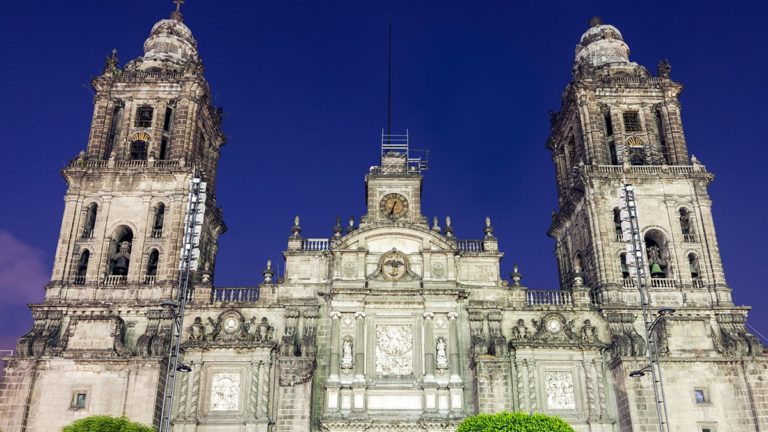 pielrzymka-polonia-travel-mexico-city-ZOCALO-min