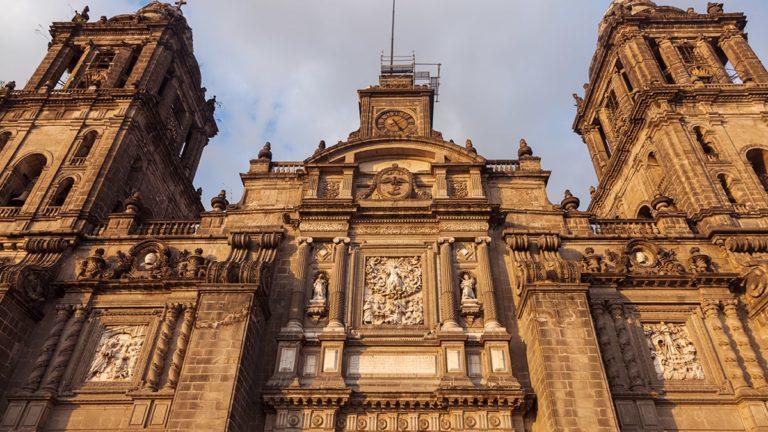 pielrzymka-polonia-travel-mexico-city-min