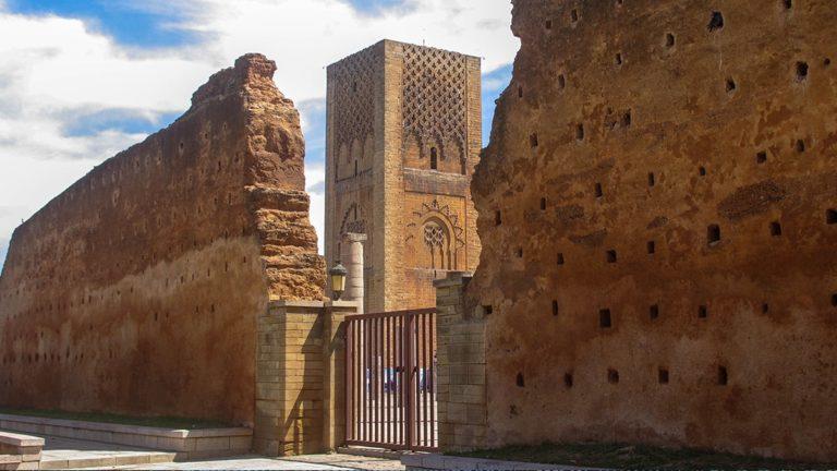 wycieczka-polonia-travel-rabat-monument-min